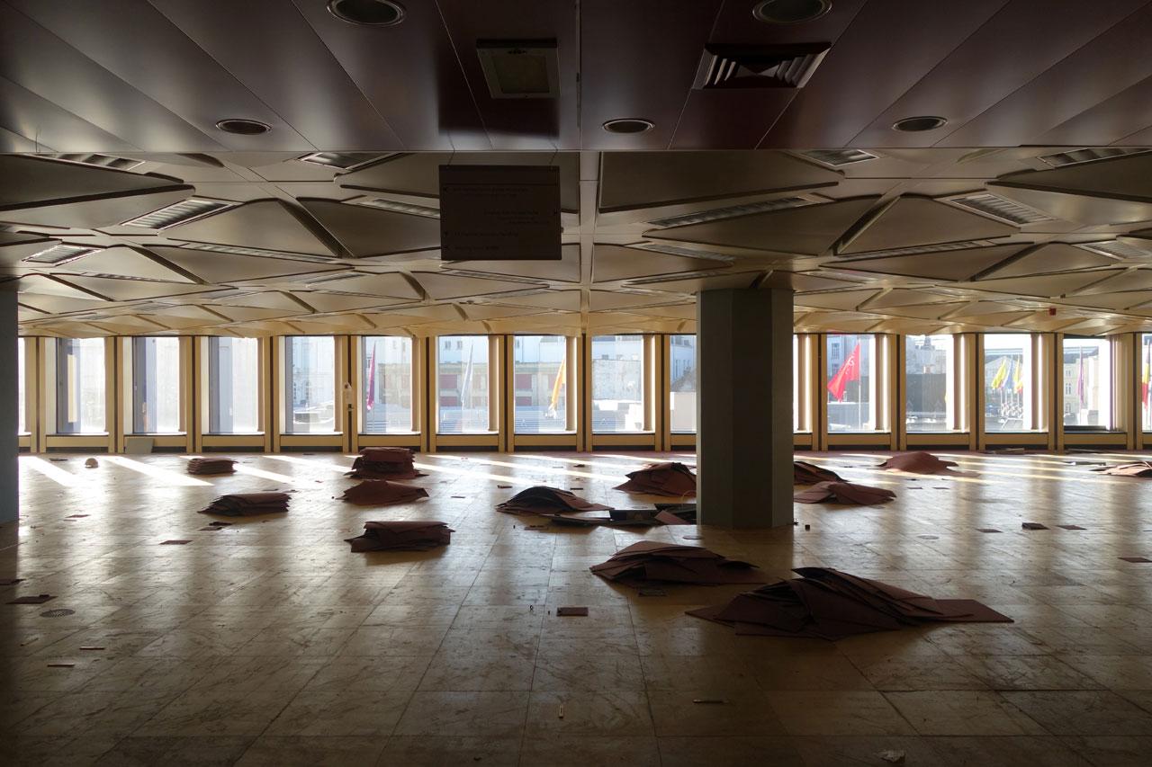 Maarten Gielen architecte Rotor conférence auditorium entrepôt arc en rêve